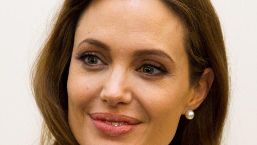 Как звездите подкрепиха смелата Джоли