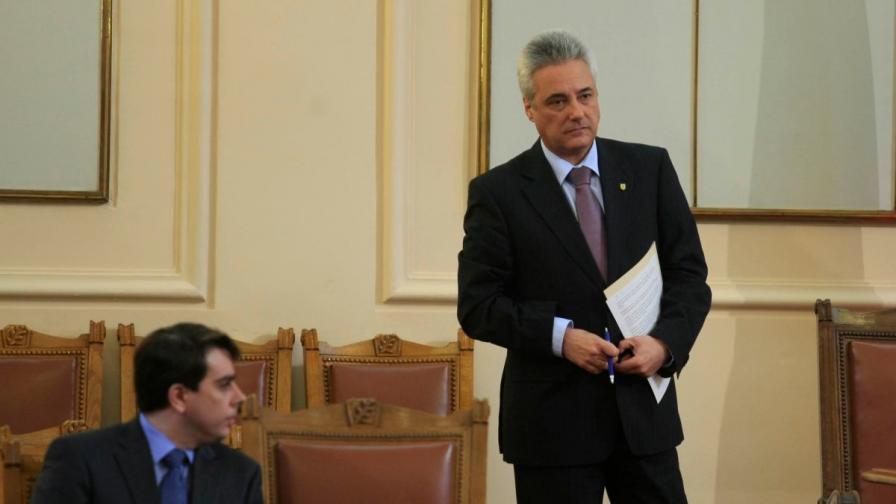 Марин Райков (д) и Асен Василев в Народното събрание