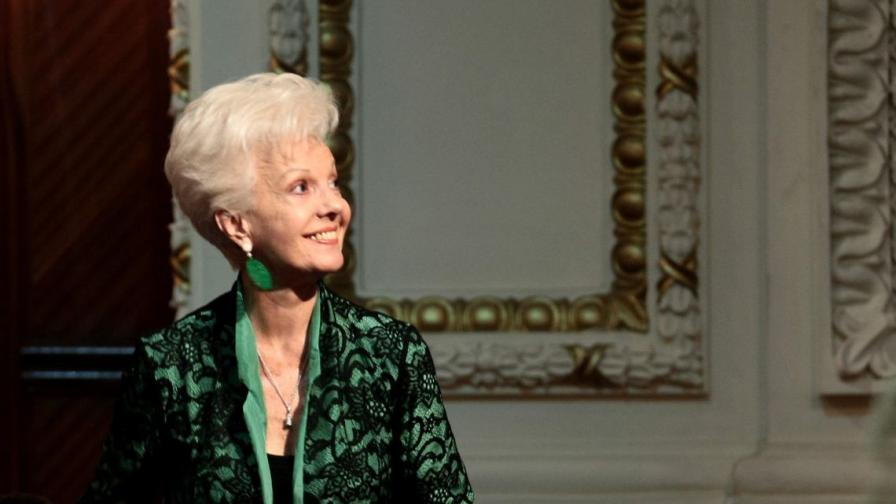<p>Райна Кабаиванска с <strong>най-високото отличие </strong>на Софийската опера</p>