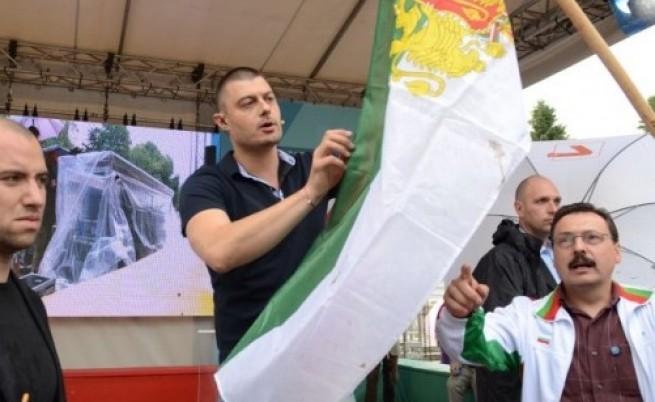 Атакуваха Бареков с фекалии