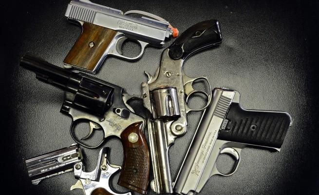 Цацаров иска законови ограничения за притежание на оръжие