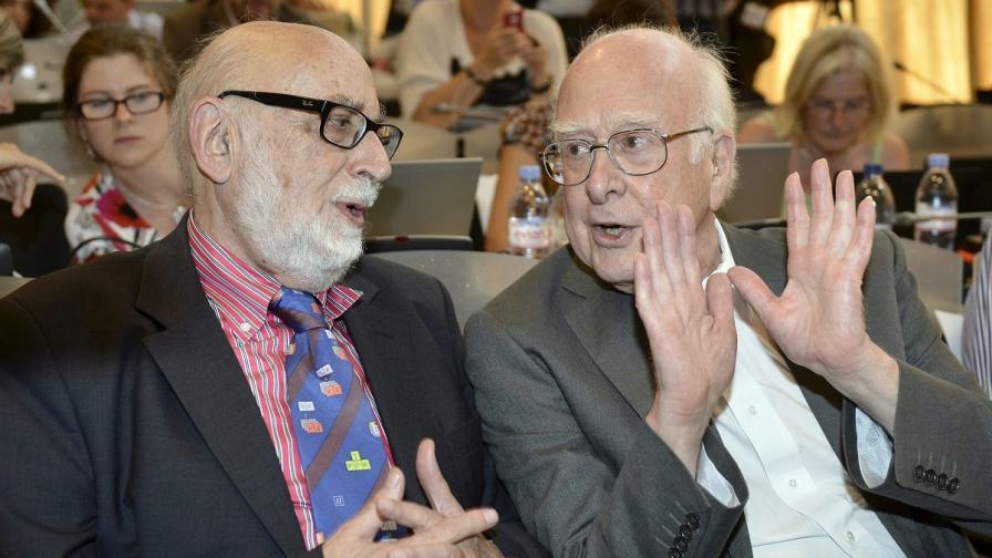 Франсоа Енглер (Л) и Питър Хигс (Д)