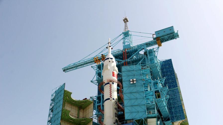 """""""Шънчжоу-10"""" излетя с трима души на борда"""