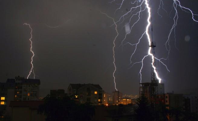 40 жилища в Карлово ударени от мълния