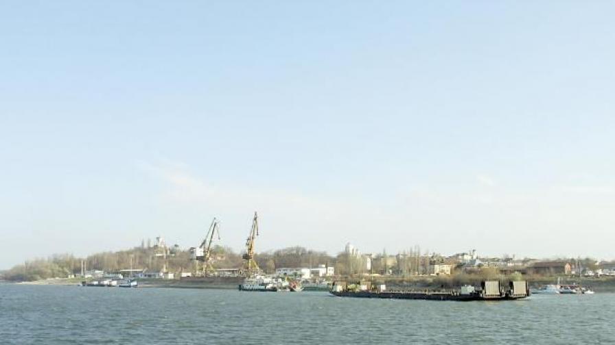 Планове за такъв мост има отдавна, а сега връзката между двата града се осъществява чрез ферибот