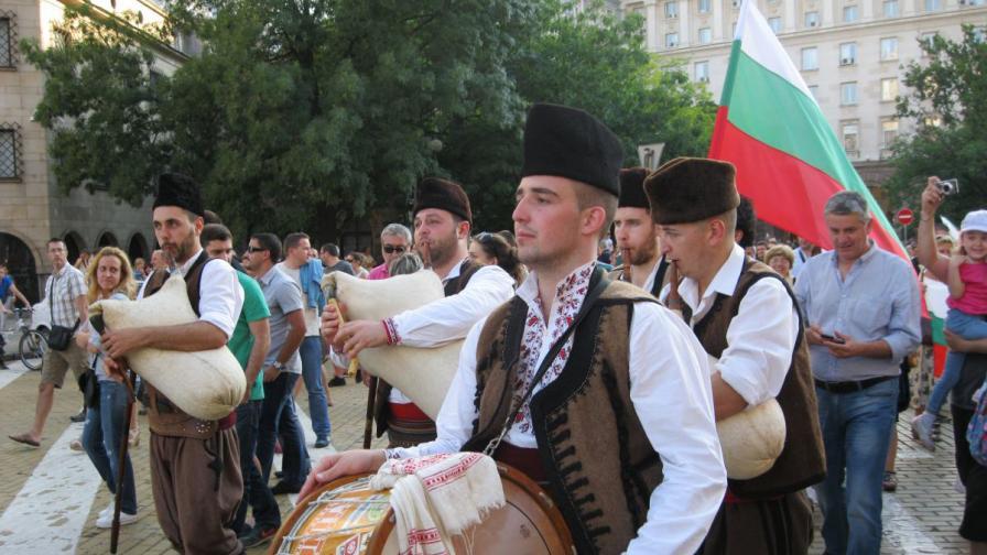 Трети ден протест, хората изразяват недоволството си от кабинета Орешарски