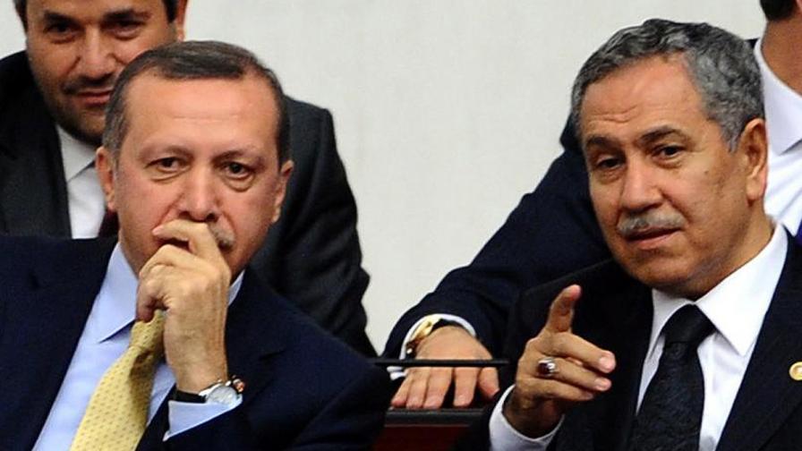 Турският вицепремиер Бюлент Арънч се оттегля от политиката