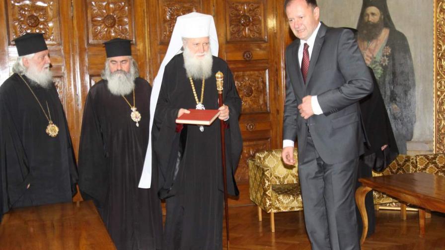 В сградата на Светия Синод, председателят на Народното събрание Михаил Миков се срещна с Негово Светейшество патриарх Неофит
