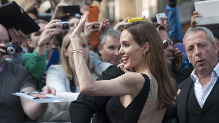 """Дубльорка на Джоли съди """"Нюз корпорейшън"""""""