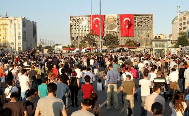 Турският вицепремиер одобри стоящите протести