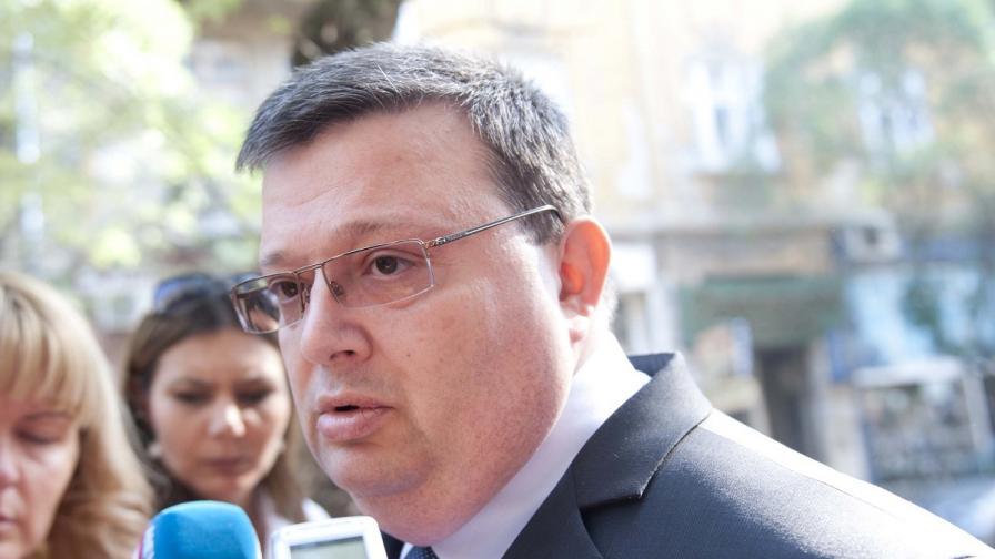 Цацаров пред Борисов с мерки за избягалите осъдени