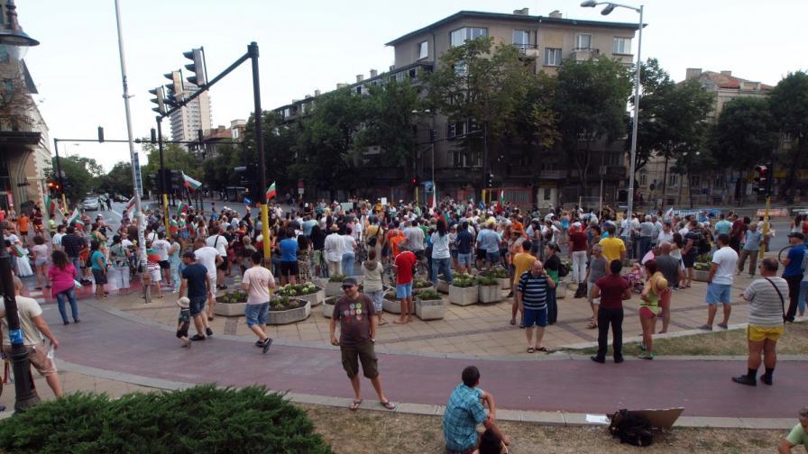 40 души окупираха Областната управа във Варна