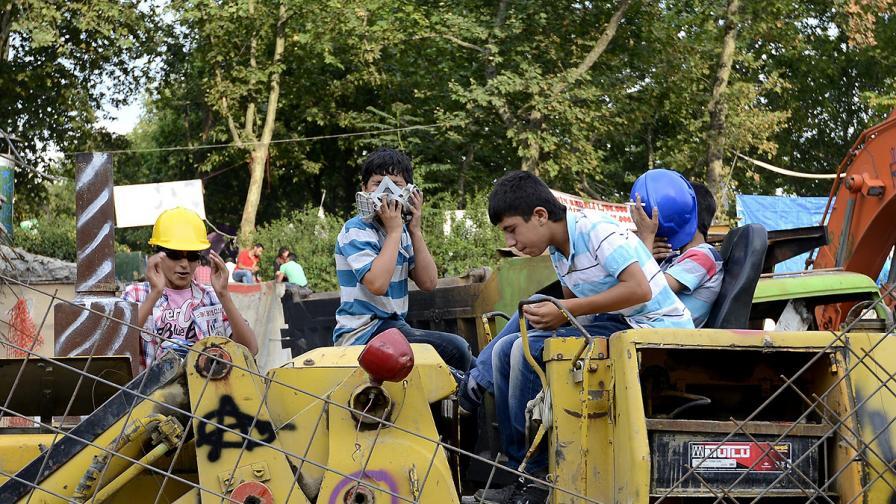 """Деца си играят край парка """"Гези"""""""