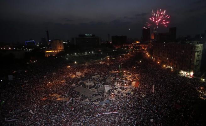 Египетската армия свали президента от власт и отмени конституцията