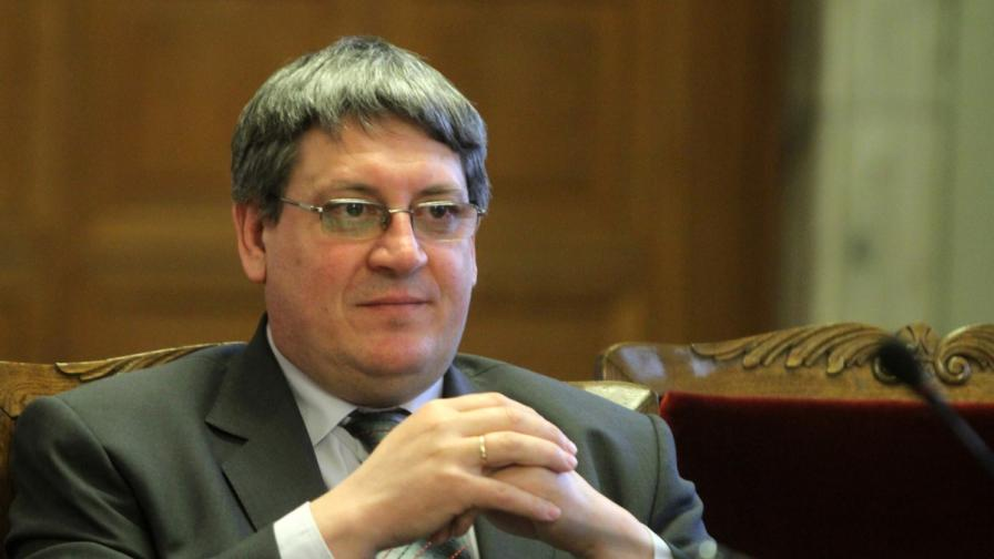 Освободиха шефа на НЗОК Пламен Цеков