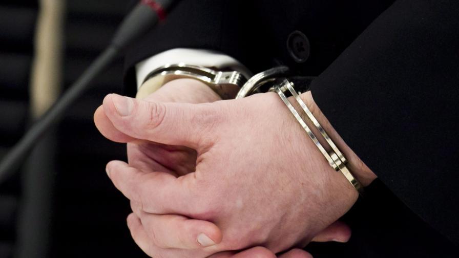 Арестуваха китаец, блъснал колата си над 300 пъти