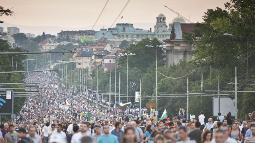 Мексиканска вълна на многохилядния протест в София