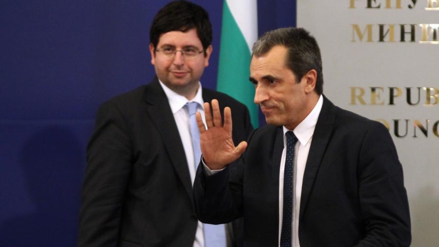 Премиерът и финансовият министър в началото на срещата