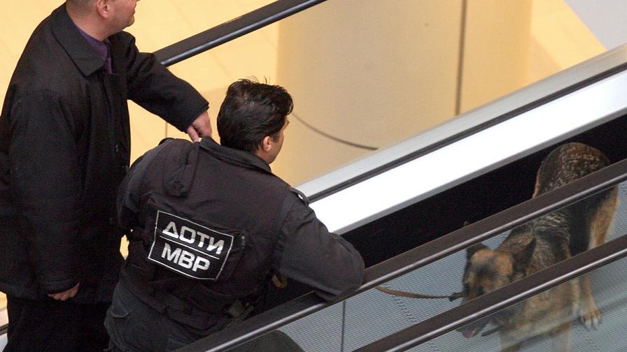 Евакуираха метростанция в София