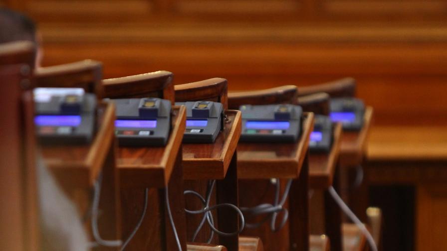 Парламентът ще заседава извънредно идния вторник