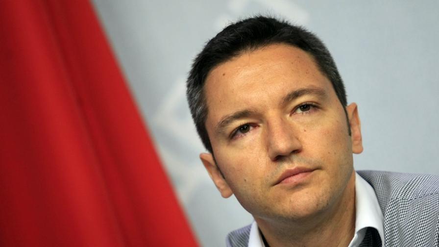 Вигенин: Посланиците не бива да пресичат някои граници