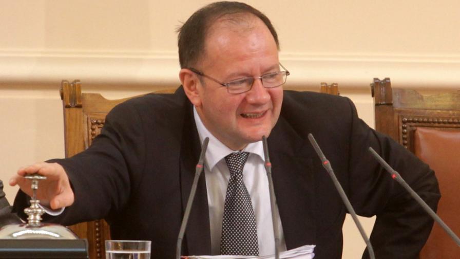 Миков: Народното събрание не трябва да заседава