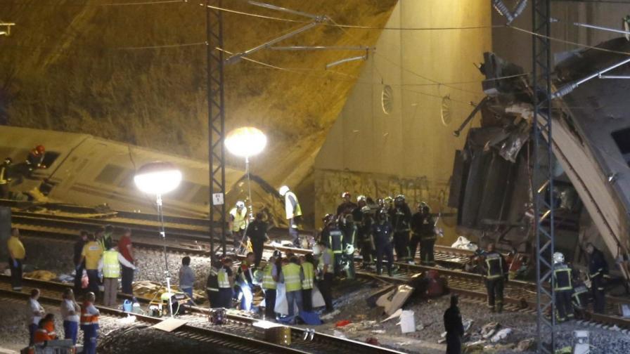 Тежка влакова катастрофа в Испания, над 70 жертви
