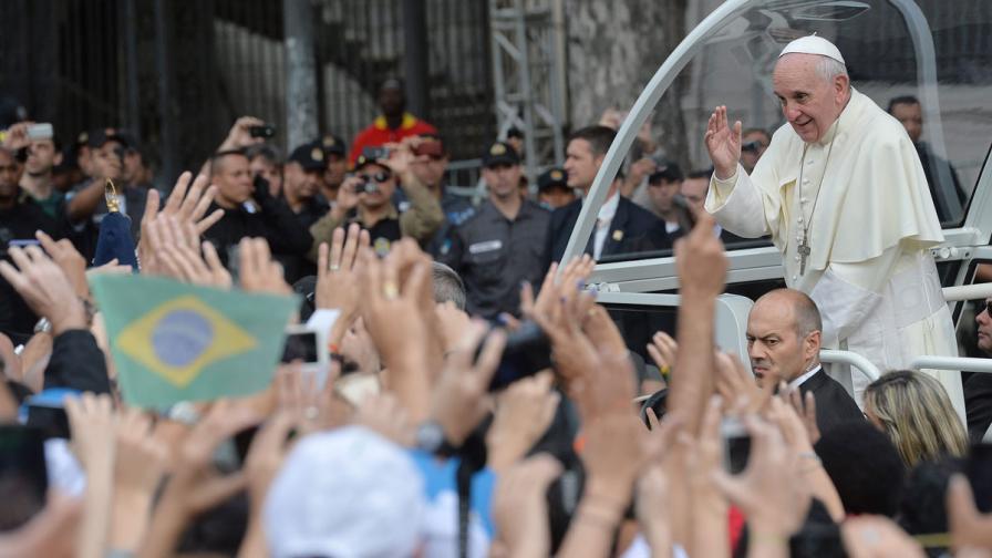 Папа Франциск показа бунтарски дух в Рио