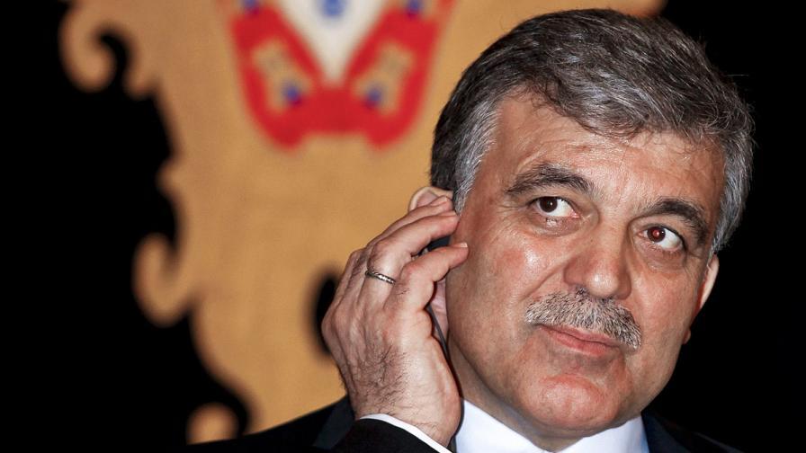 Турският президент обнародва закона, ограничаващ ролята на армията