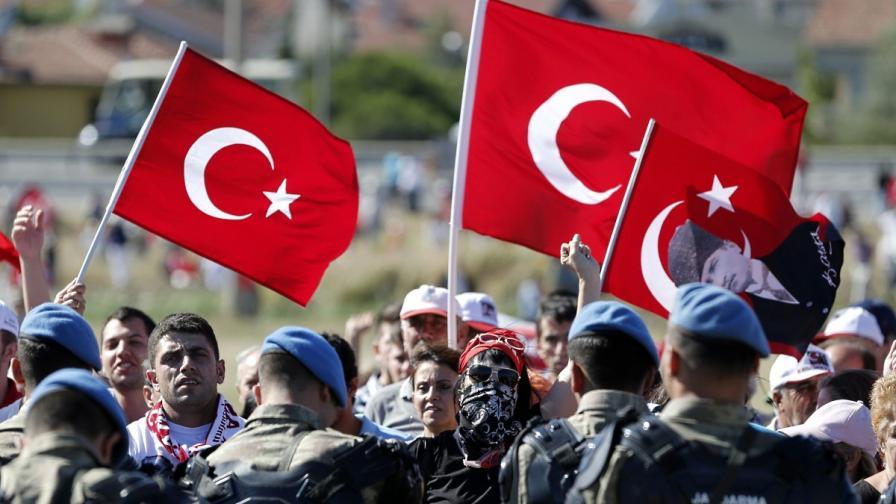 """Турски съд описа """"Ергенекон"""" като """"турската Гладио"""""""
