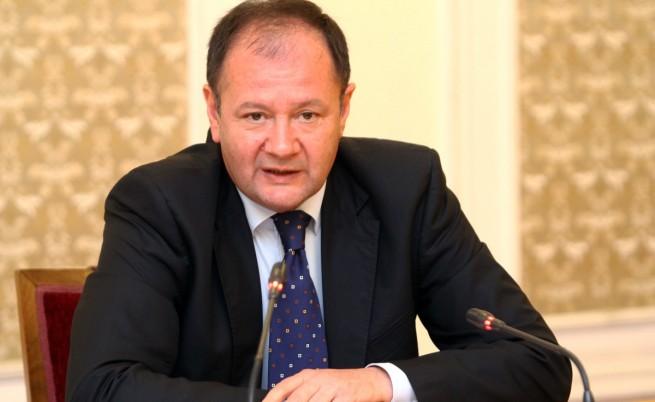 Парламентът отхвърли искането за оставка на Михаил Миков