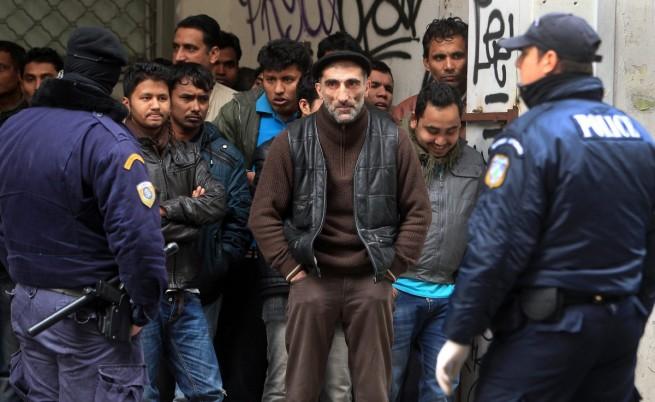 Гърция: Полицията издирва нелегални имигранти
