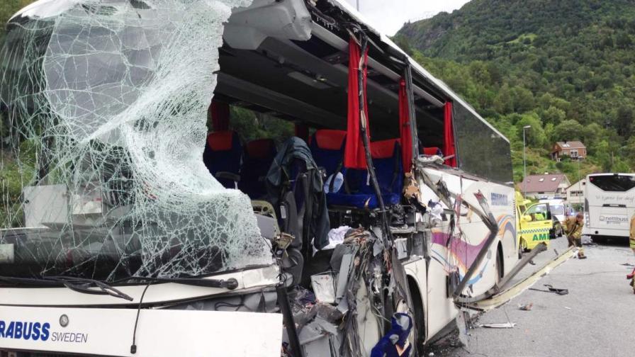 Двама загинали при автобусна катастрофа в Норвегия