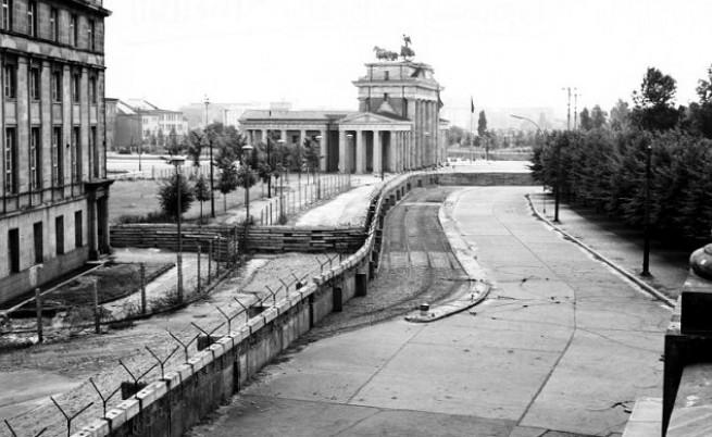 Преди 52 години комунистите издигнаха Берлинската стена
