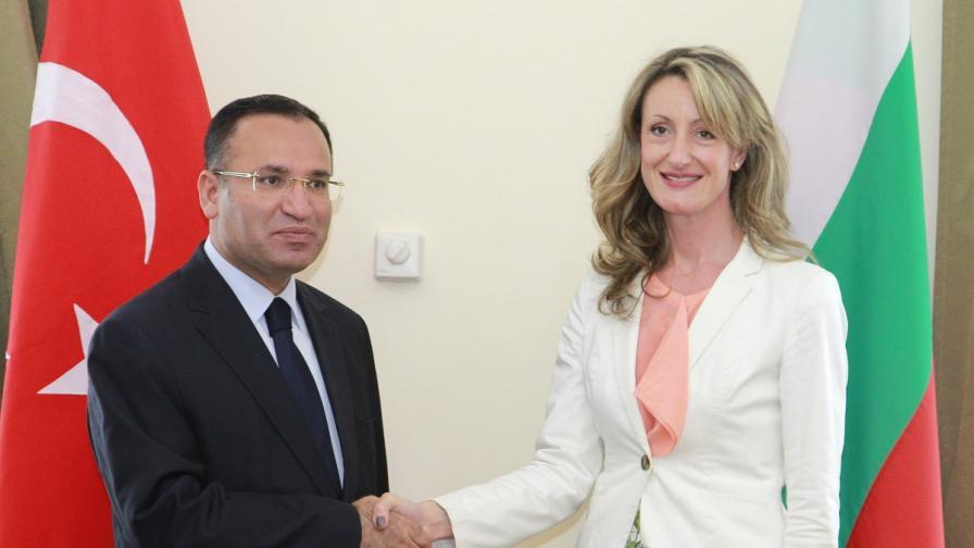 Зам.- председателят на Министерския съвет Зинаида Златанова се е срещнала с турския вицепремиер Бекир Боздаг на 7 август