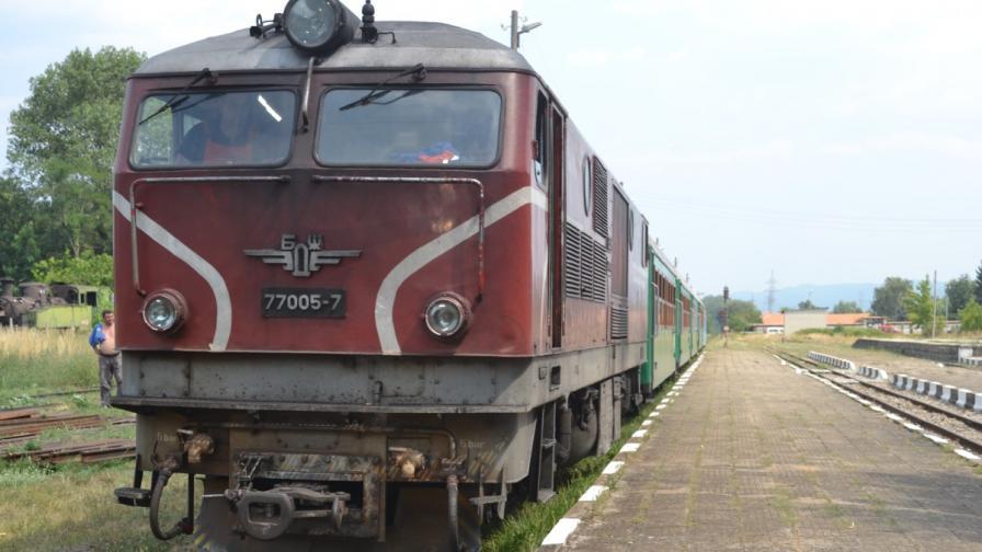 Бързият влак от Пловдив за Варна дерайлира