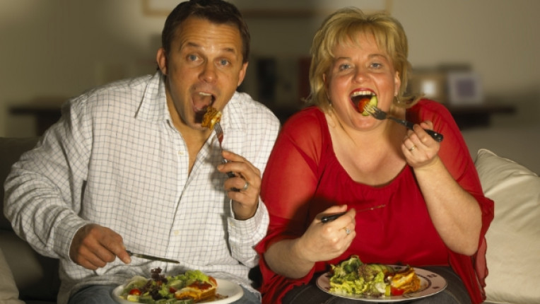 наднормено тегло дебели хора ядене храна килограми