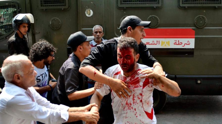 Полицията избива привърженици на Морси в Кайро