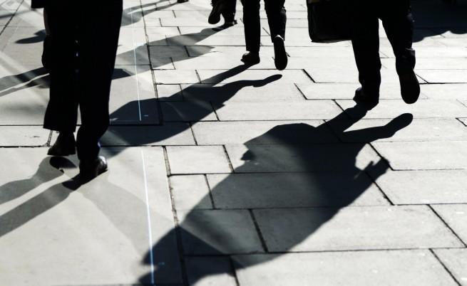 Доклад: Заминаващите за чужбина българи изравняват завръщащите се