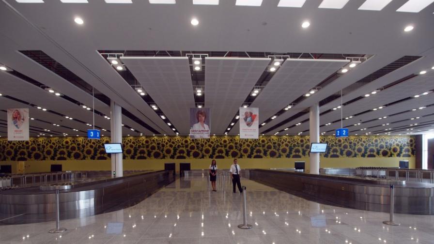 Нискобюджетна авиокомпания изостави десетки пътници във Варна