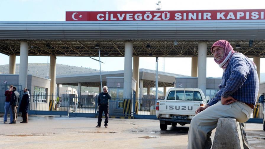 Турция: Двама ранени от сирийски минометни снаряди