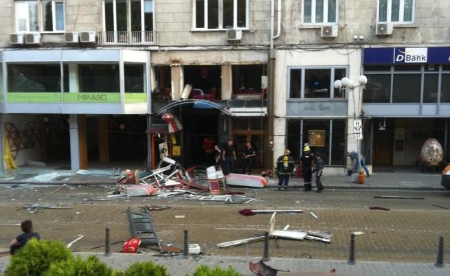 Входа на заведението, в което е избухнал взривът
