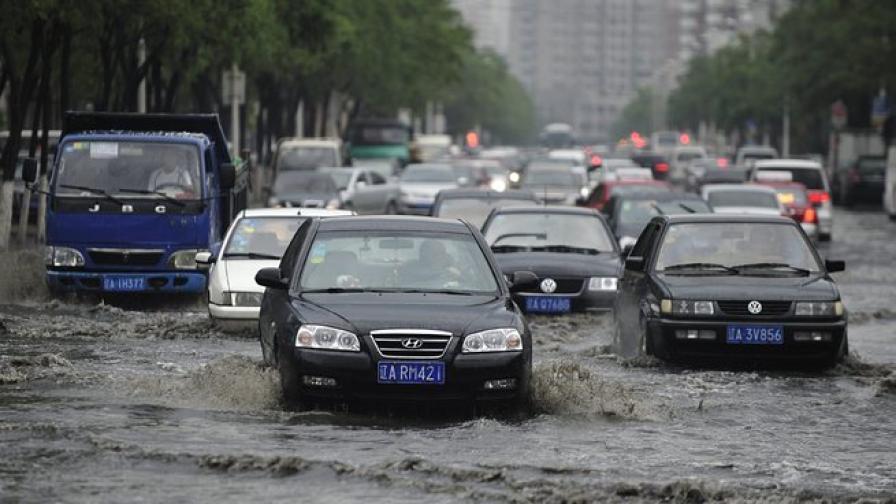 Наводнение погуби 21 китайски работници