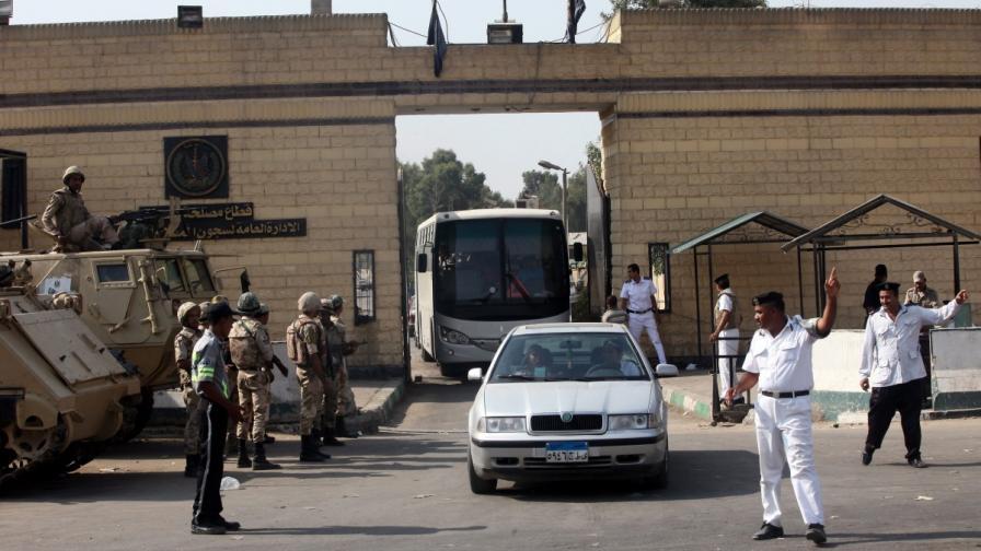 Хосни Мубарак напусна затвора