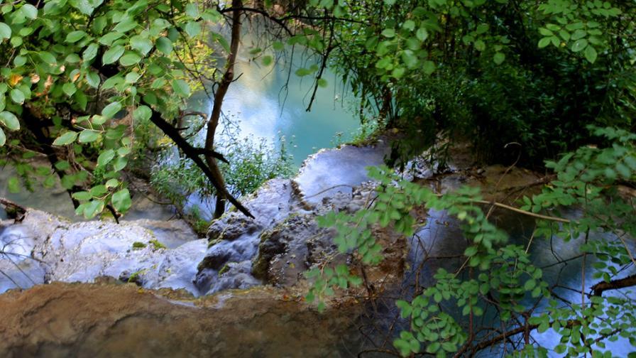 Скална маса затрупа туристи край Крушунските водопади