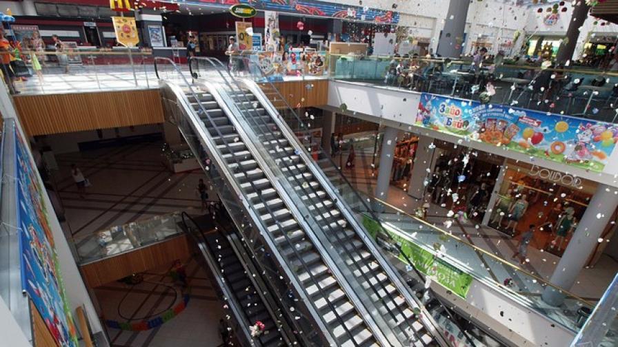 Отложиха събуждането от кома на детето, паднало в мол във Варна