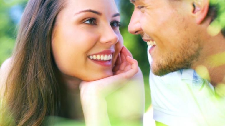 мъж жена близост целувка интимност