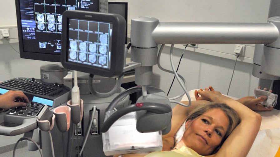 Алкохолът преди първата бременност увеличава риска от рак на гърдата