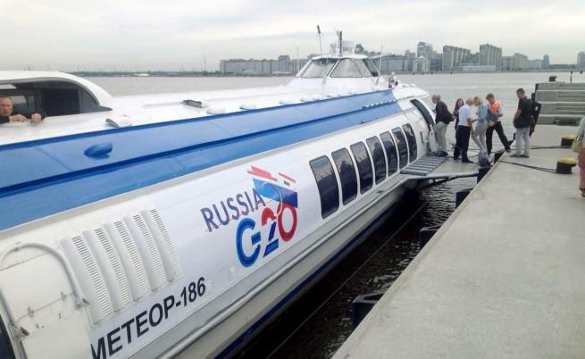До мястото на срещата може да се стигне само със специални лодки