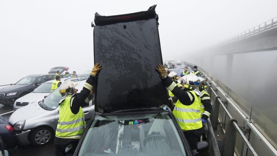 Верижна катастрофа на над 130 коли във Великобритания